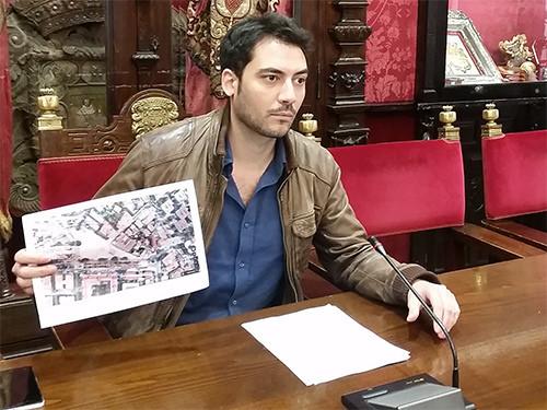 El PSOE exige el adecentamiento de la plaza Ilíberis en la calle Primavera 24673803972_e22bfbca5b