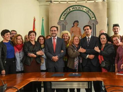 Junta y Ayuntamiento firman el convenio para la rehabilitación de la barriada de Santa Adela 31078954405_cd29ac5123