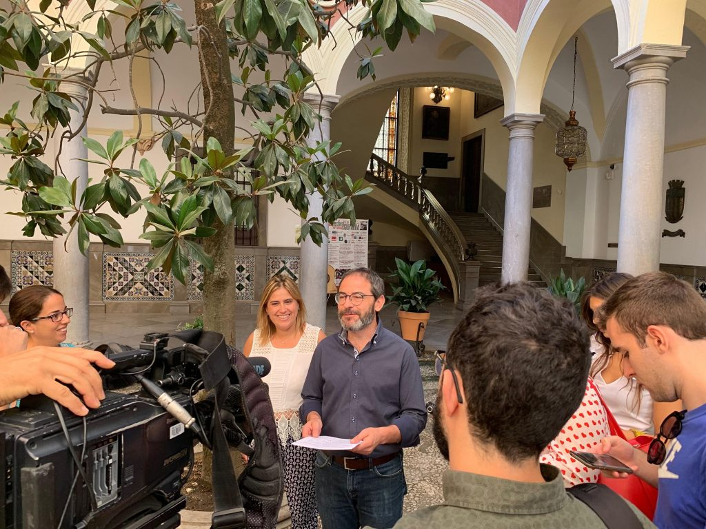 EL PSOE CONDENA QUE SALVADOR Y PÉREZ RENUNCIEN AL GRANADA OPEN DE PADEL POR MOTIVOS ECONÓMICOS MIENTRAS SE SUBEN EL SUELDO Fernández-Madrid-hoy-en-atencióna-medios-1024x768
