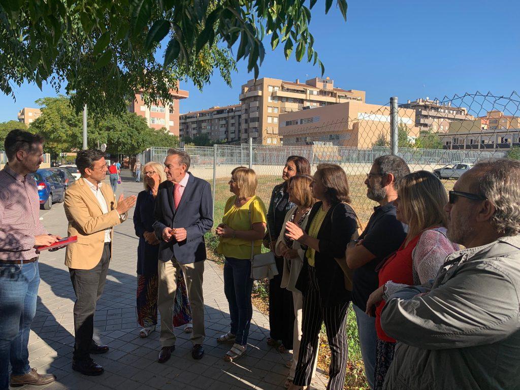 EL PSOE EXIGE A LA JUNTA Y AL AYUNTAMIENTO EL IMPULSO DEL CENTRO DE SALUD DE ROSALEDA VISITA-PSOE-A-LA-ROSALEDA-1024x768
