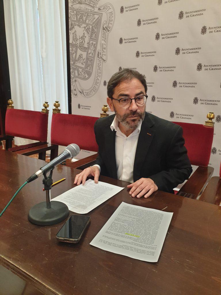 EL PSOE LAMENTA LA FALTA DE MEDIDAS PARA MEJORAR LA CALIDAD DE AIRE Y EL ESCASO IMPULSO A LA NUEVA LÍNEA DE METRO DEL GOBIERNO DE PP Y CS FERNÁNDEZ-MADRID-EN-RUEDA-DE-PRENSA-1-768x1024