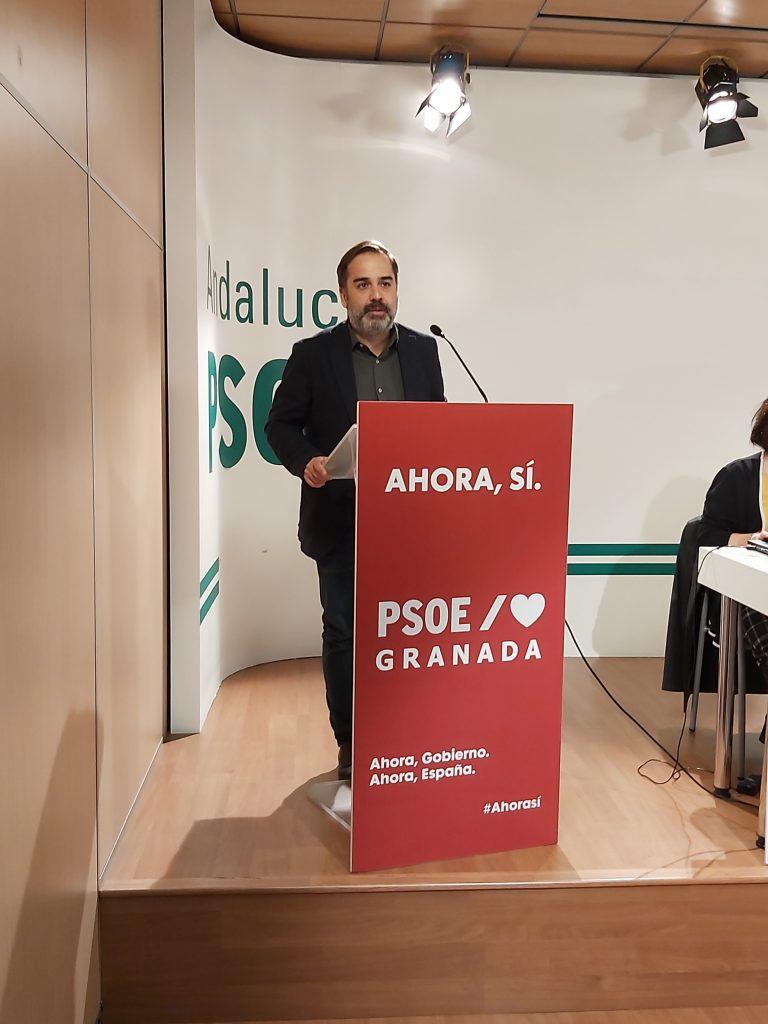 EL PSOE DE GRANADA LAMENTA QUE LA CAPITAL HAYA RETROCEDIDO EN SEIS MESES DE GOBIERNO DE LA DERECHA jacobo-calvo-en-un-acto-del-PSOE-768x1024
