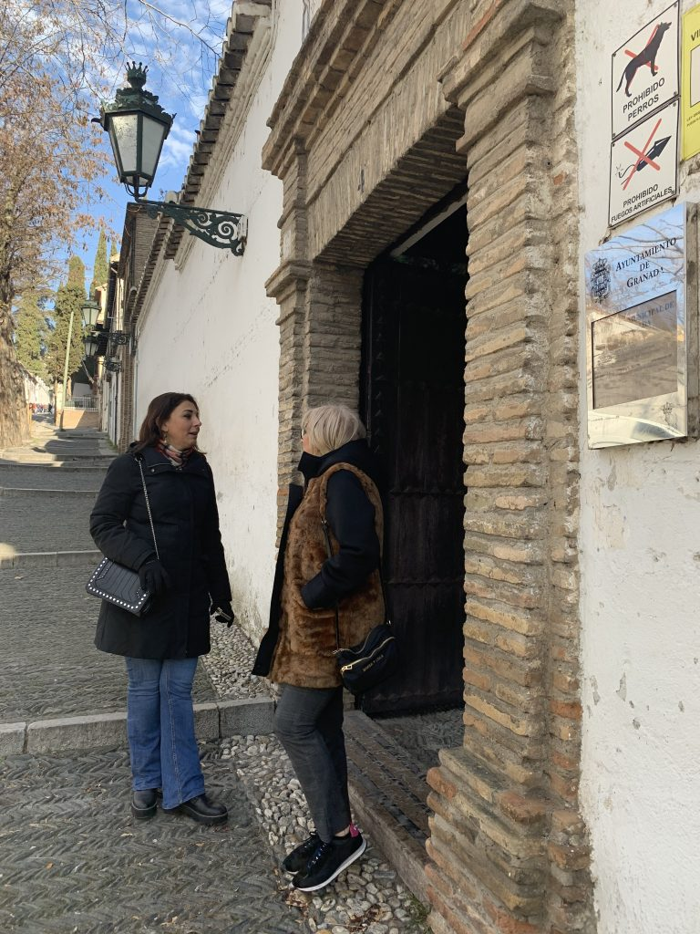 El PSOE DENUNCIA QUE LOS PALACIOS MUNICIPALES LLEVAN DESDE VERANO SIN CONTRATO DE VIGILANCIA LA-CONCEJALAS-RUZ-Y-LEYVA-HOY-EN-EL-PALACIO-DE-LOS-CÓRDOBA-768x1024