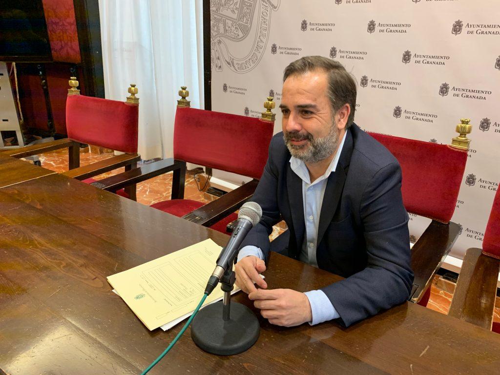 EL PSOE DENUNCIA QUE LOS COLEGIOS DE LA CAPITAL ABRIRÁN EL LUNES PARA LAS MATRÍCULAS SIN QUE EL AYUNTAMIENTO LOS HAYA DESINFECTADO JACOBO-CALVO-EN-UNA-FOTO-DE-ARCHIVO-1024x768