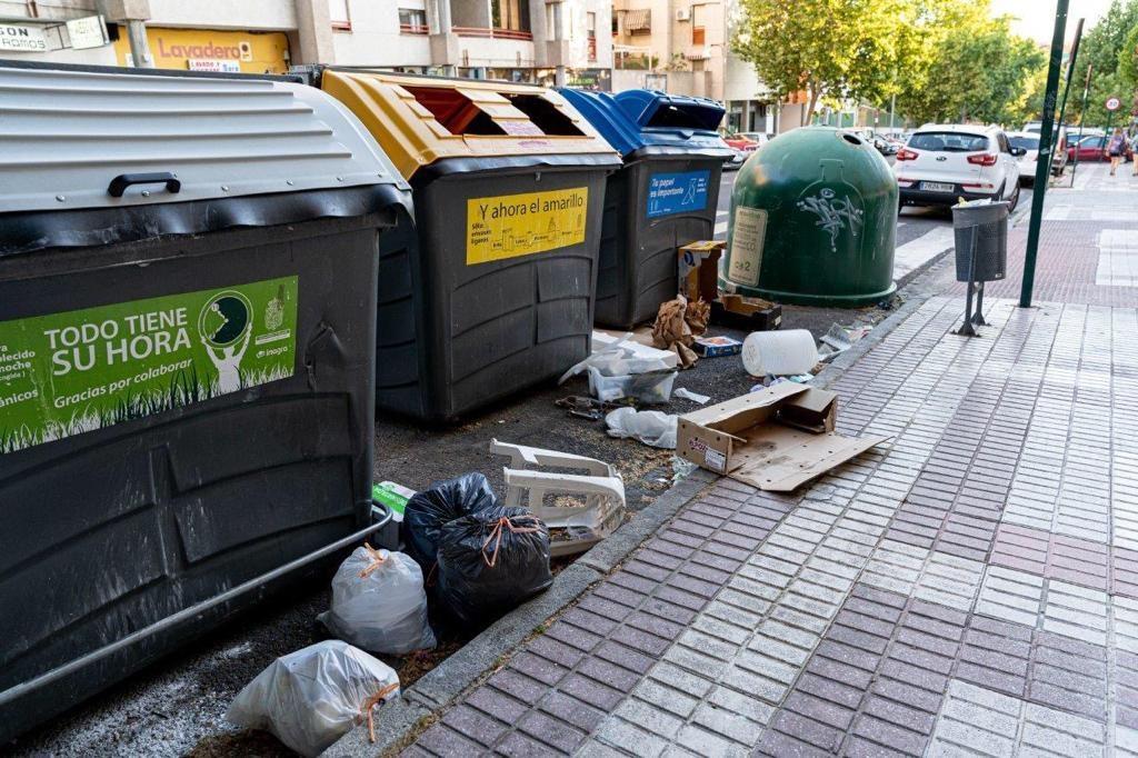 EL PSOE MUESTRA SU PREOCUPACIÓN POR LA DEJADEZ EN EL MANTENIMIENTO DE LAS ZONAS VERDES Y LA FALTA DE LIMPIEZA EN MUCHAS CALLES suciedad-en-las-calles-1024x682