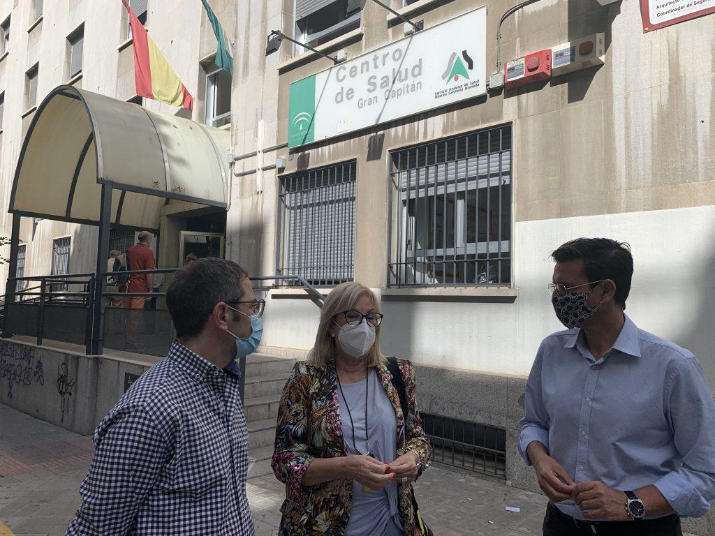 EL PSOE DENUNCIA QUE LOS RECORTES EN SANIDAD DEL TRIFACHITO PONEN EN RIESGO LA SALUD DE LOS GRANADINOS VISITA-AL-CENTRO-DE-SALUD-DE-GRAN-CAPITAN-1024x768