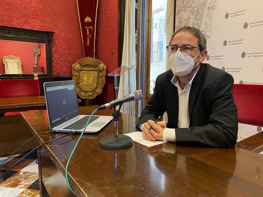 EL PSOE ANUNCIA QUE NO APOYARÁ UN NUEVO PGOU QUE VUELVA AL MODELO URBANÍSTICO DEL PP FERNANDEZ-MADRID-EN-RUEDA-DE-PRENSA-1024x768