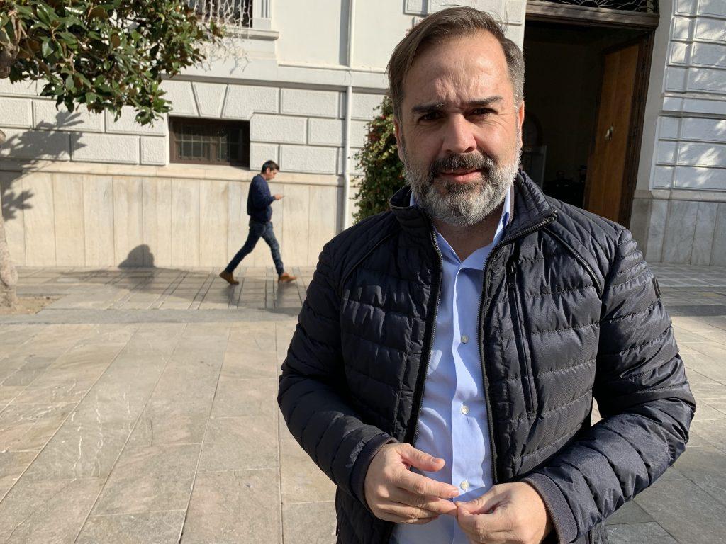 EL PSOE CELEBRA EL INICIO DE LAS OBRAS PARA ACABAR CON LOS CORTES DE LUZ EN HAZA GRANDE Y PIDE SU AMPLIACIÓN A OTROS BARRIOS AFECTADOS jacobo-calvo-edil-del-psoe-1-1024x768