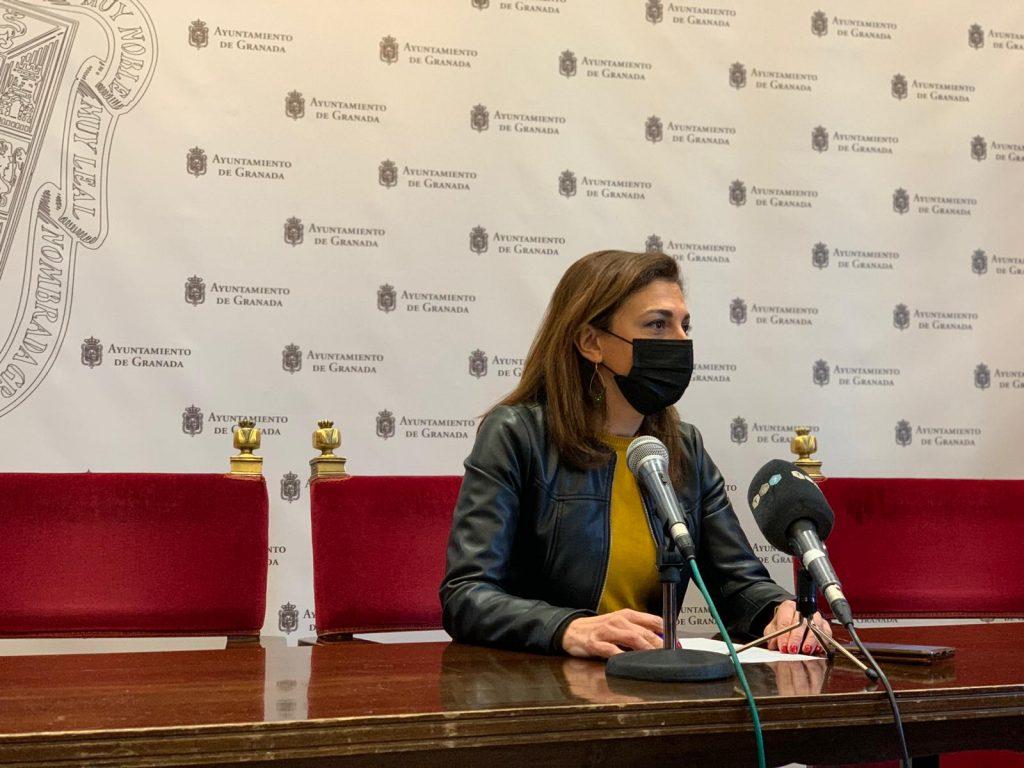 EL PSOE DENUNCIA QUE LOS HOSTELEROS SIGUEN SIN RECIBIR COMPENSACIONES POR LOS IMPUESTOS DE TERRAZAS RAQUEL-RUZ-HOY-EN-RUEDA-DE-PRENSA-1024x768