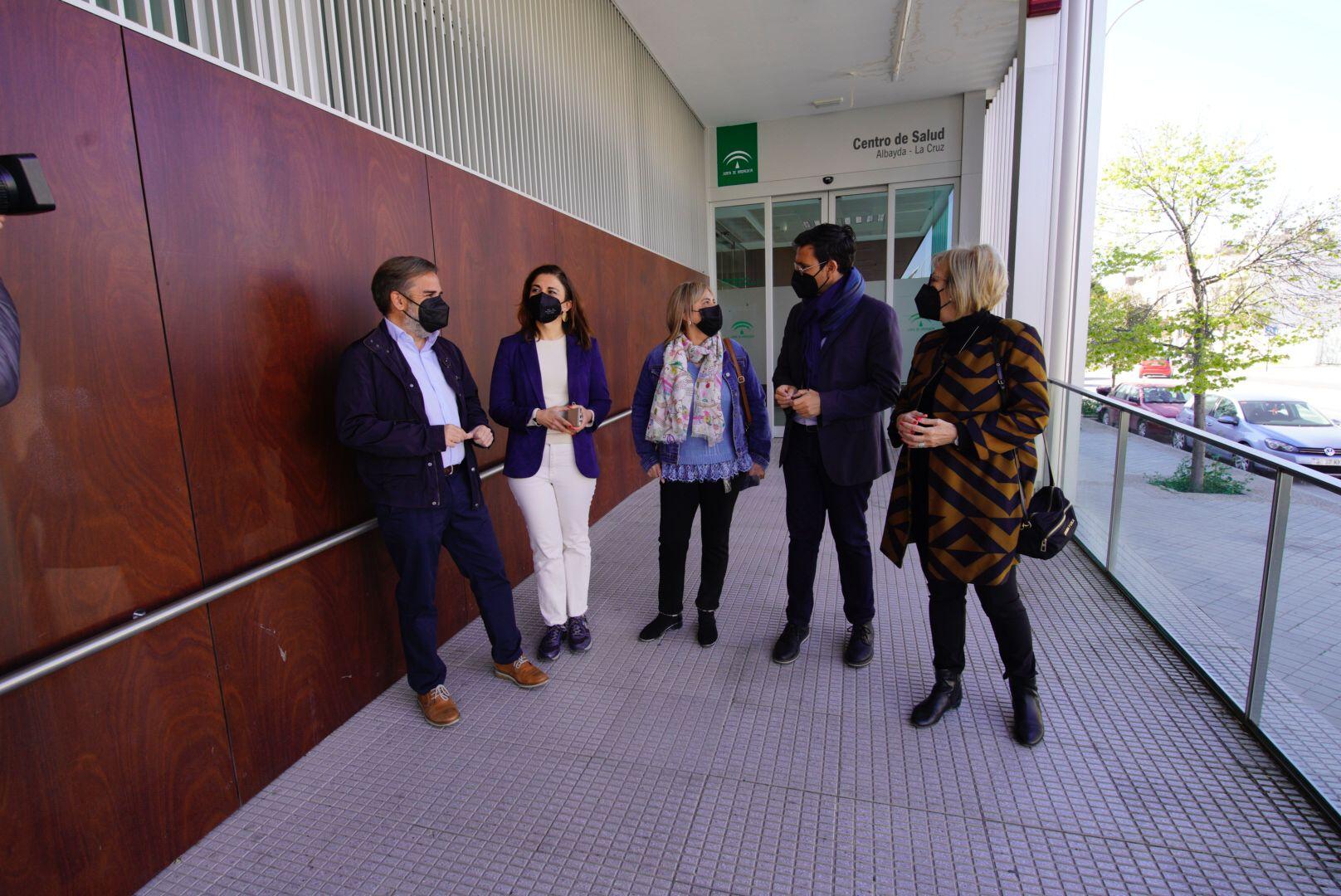 EL PSOE PIDE A LA JUNTA QUE LOS MAYORES PUEDAN VACUNARSE EN LOS CENTROS DE SALUD DE SUS BARRIOS VISITA-AL-CENTRO-DE-SALUD-DE-ALBAYDA