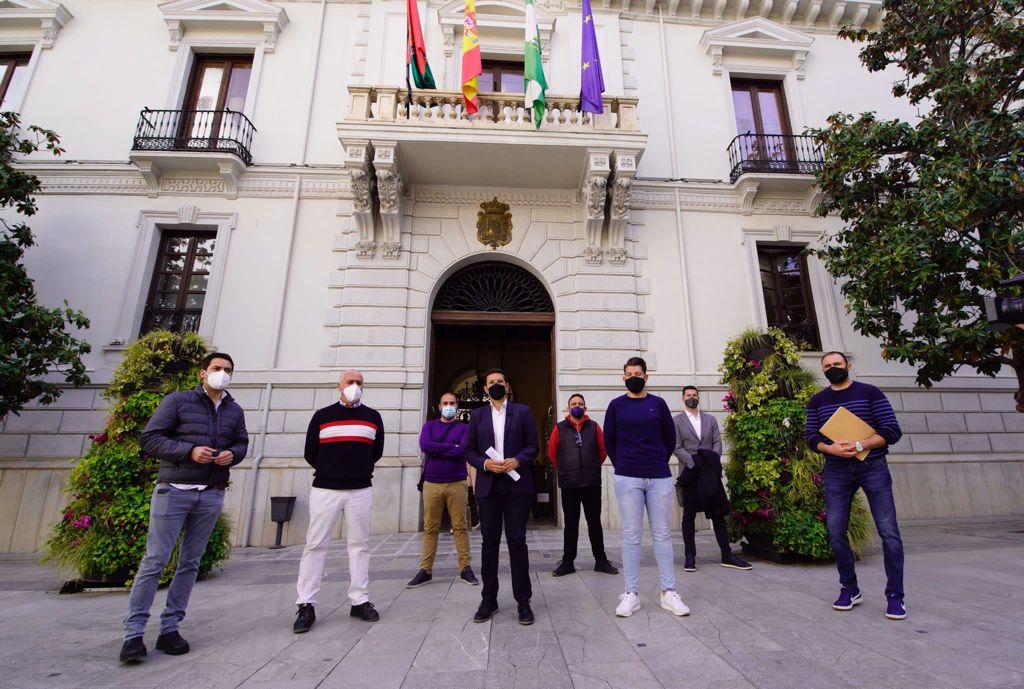 EL PSOE PIDE AL GOBIERNO MUNICIPAL LA REVISIÓN DE LOS PRECIOS DE LAS INSTALACIONES DEPORTIVAS EN APOYO AL DEPORTE BASE CUENCA-CON-REPRESENTANTES-DE-LOS-CLUBES-DE-DEPORTE-BASE-DE-GRANADA